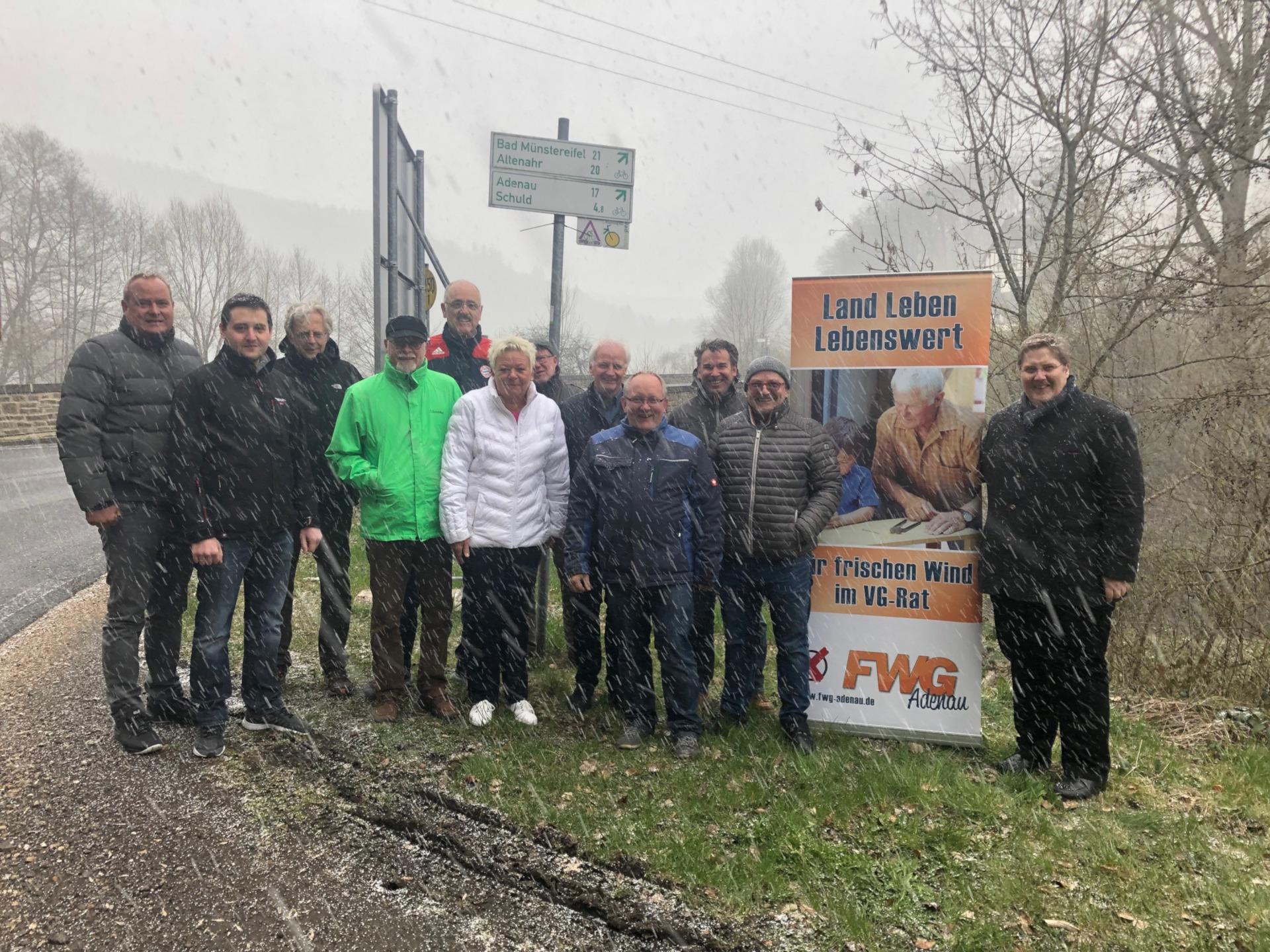 FWG Adenau besichtigt die vorgesehene Trasse des Radweges zwischen Schuld und Fuchshofen